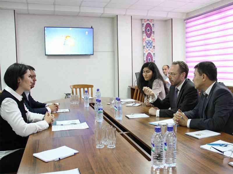ЮНИСЕФ ознакомилось с деятельностью Центра социально-правовой помощи несовершеннолетним ГУ…