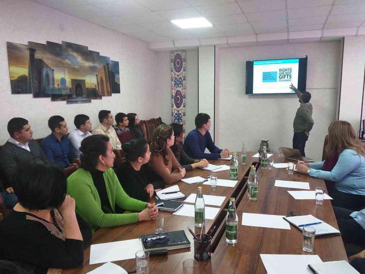 Международный эксперт ЮНИСЕФ провел семинар для сотрудников Центра социально-правовой помо…